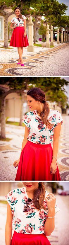 O que combinar com uma saia vermelha? Uma blusa de tom claro com estampas pequenas ou florais.
