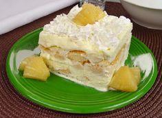 A receita de Pavê de Abacaxi com Sorvete é perfeita para uma sobremesa prática e refrescante. Ela não leva nem 15 minutos para ficar pronta e, com certeza,