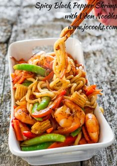 Spicy Black Pepper Shrimp with Udon Noodles yummy Spicy Black Pepper Shrimp with Udon Noodles - oodles of noodles and oodles of shrimp with lots of yummy veggies and a super delish sauce. Noodle Recipes, Fish Recipes, Seafood Recipes, Asian Recipes, Cooking Recipes, Healthy Recipes, Ethnic Recipes, Dinner Recipes, Yummy Recipes