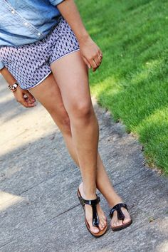Birkenstock Fashion, Birkenstock Sandals, Unisex Fashion, Women's Fashion, Pernas Sexy, Winter Shirts, Gorgeous Feet, Couple Outfits, Summer Sandals
