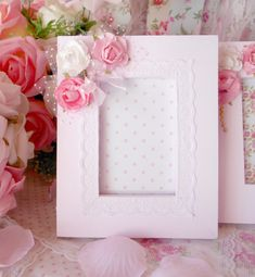 Manualidades Shabby Chic, Shaby Chic, Baby Frame, Board For Kids, Jewelry Mirror, Window Cards, Shabby Chic Crafts, Diy Candles, Paper Roses