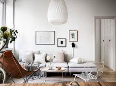 Bien qu'il ne fasse que 64m², cet appartement de trois pièces vit au large, grâce à une utilisation optimisée de son espace. Cuisine ouverte sur le salon, chambres dont la surface est réduite au stric