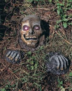 Outdoor Halloween skull decoration  http://barnaclebill.hubpages.com/hub/halloweenskullsmasksdecorationsideas