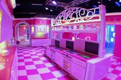 Just three months after Barbie listed her famous Malibu beach house for the first time in 41 years, the world's first-ever life-size Barbie Dreamhouse, a fuchsia spread outfitted. Life Size Barbie, Barbie World, Malibu Beach House, Malibu Barbie, Big Building, Girl Bedroom Designs, Girls Bedroom, Pink Houses, Dream Houses