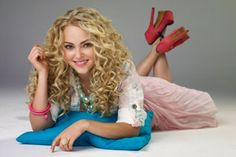 Carrie from the carrie diaries... The girl from sex and the city when she was a teen... not the same actress...