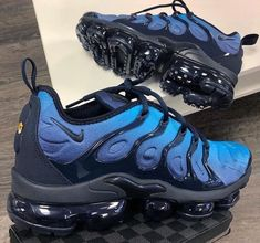 The Nike Air VaporMax Plus looks to the past to propel you into the future. Air Vapormax Plus Black Sizes Sneakers Fashion, Shoes Sneakers, Shoes Sandals, Blue Sneakers, Yeezy Sneakers, Fashion Fashion, Runway Fashion, Fashion Trends, Nike Air Shoes