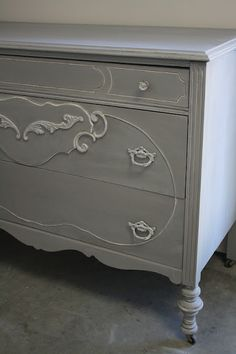 ASCP French Linen, dry brushed with Old White over details. Mix Old White with water to make wash and painted and wiped back with cloth  via: Reloved Rubbish