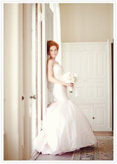 7576b962081 Redhead bride Bridal Poses