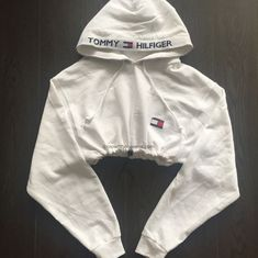 crop top hoodie So welche crop Tops gnsti - hoodies Tommy Hilfiger Outfit, Tommy Hilfiger Crop Top, Tommy Hilfiger Hoodie, Tommy Hilfiger Vintage, Tommy Hilfiger Jackets, Cute Lazy Outfits, Sporty Outfits, Swag Outfits, Trendy Outfits