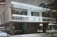 A newly built Safari in Turramurra, 1964 Swinging Safari, Roof Beam, Beach Shack, Mid Century House, Modern Architecture, Beach House, Outdoor Living, Brick, Mansions