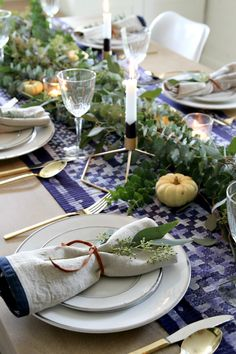 I especially love what she did with the candles, dipping them in crayon wax on the bottoms for a little more interest. Love the gold flatware, as well as the low, natural centerpiece. Casual, but still classy.