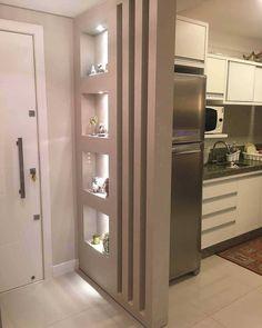 """10.5 mil curtidas, 80 comentários - Por Carol Cantelli (@decoremais) no Instagram: """"Um hall de entrada integrado a cozinha, muito charmoso   Nossa Casa 25 Via @diacriativo"""""""