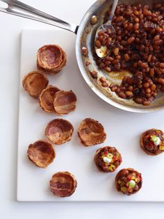 Baked beans in bacon cups. I'm not too sure about the baked beans, but there are so many yummy foods that could fill a bacon cup. One Bite Appetizers, Wedding Appetizers, Great Appetizers, Appetizer Recipes, Vegan Appetizers, Delicious Appetizers, Bacon Bowl, Bacon Cups, Bacon Bacon