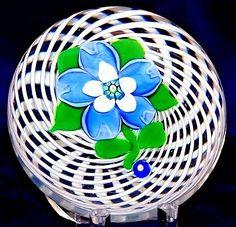 Charming JOHN DEACONS Central FLOWER over WEAVE Art Glass PAPERWEIGHT