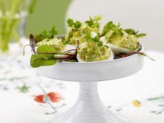 Leckere Rezepte für gefüllte Eier mit frischen Zutaten finden Sie auf EAT SMARTER! Jetzt ausprobieren!