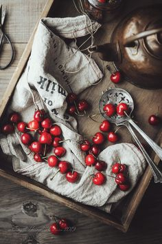 cherries food photography and styling ingredients Food Styling, Food Photography Styling, Life Photography, Christmas Food Photography, Hidden Vegetable Recipes, Vegetables Photography, Food Illustrations, Culinary Arts, Belle Photo