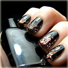I just love this.  Wish I had someone to do this for me - I cannot paint my nails at all!  LOL