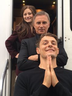 """Emilie de Ravin, Robert Carlyle, and Giles Matthey (Belle, Rumple, and Gideon) behind the scenes on """"Wish You Were Here"""" Robert Carlyle, Once Upon A Time Funny, Once Up A Time, Rumple And Belle, Ouat Cast, Emilie De Ravin, Colin O'donoghue, Best Shows Ever, Best Tv"""