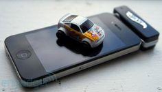 A Hotwheels é uma empresa que não permite que seu produto seja visto como algo antigo e ultrapassado. Eles sempre criam novos carrinhos que acompanham a tecnologia digital. O novo exemplo disso é o modeloHot Wheels RC iNitro Speeders, que permite o controle do carrinho pelo iPhone. O brinquedo também possuí um controle para carregar a bateria do carrinho e controla-lo sem precisar do iPhone.