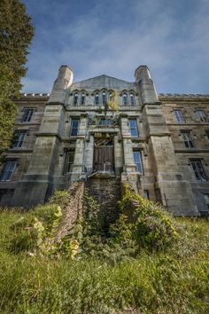 The New York State Inebriate Asylum, which later became the Binghamton State Hospital Abandoned Asylums, Abandoned Buildings, Derelict Places, Abandoned Places, Scary Places, Haunted Places, Abandoned Hospital, Places In New York, Old Mansions