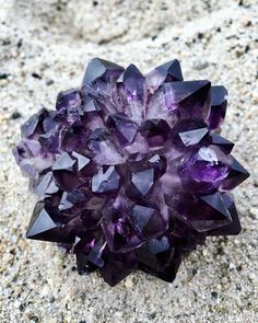 Amethyst is one of my favorite stones, not only because it's beautiful but also because it promotes serenity. It promotes hormone balance, weight loss, and detoxifies the body. What is your favorite thing about Amethyst? Crystal Magic, Amethyst Crystal, Amethyst Quartz, Crystal Healing, Minerals And Gemstones, Rocks And Minerals, Crystal Aesthetic, Cool Rocks, Mineral Stone