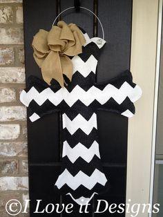 Chevron Cross Burlap Door Hanger by ILoveItDesigns on Etsy Burlap Projects, Burlap Crafts, Craft Projects, Craft Ideas, Wood Projects, Diy Ideas, Decor Ideas, Cross Door Hangers, Wooden Door Hangers