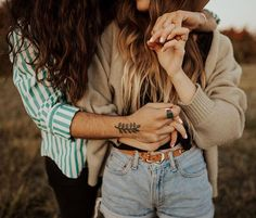 sam landreth ( samlandreth ) - spending the next few days in oklahoma with friends & family ✨ love slowing down, enjoying little moments & feeling all the holiday love🎄 photo: Couple Photoshoot Poses, Couple Posing, Couple Shoot, Couple Pics, Couple Photography, Photography Poses, Nature Photography, Engagement Photography, Photography Hashtags