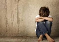Children of alcoholics face risks of mental health trauma and substance abuse in their own adult years, but whether they make the choices of their parents is a complex issue. Couples Chrétiens, Depresion Infantil, Why People, Toxic People, Loneliness, For Your Health, Adhd, Bullying, Decir No