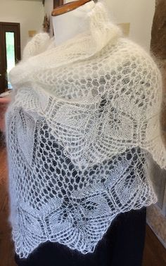 Ravelry: Papyrifera pattern by Gisela Beyer Knit Or Crochet, Lace Knitting, Crochet Shawl, Knitting Stitches, Knitting Patterns Free, Shawl Patterns, Lace Patterns, Crochet Patterns, Knit Basket