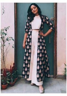 Indian Fashion Dresses, Indian Gowns Dresses, Dress Indian Style, Indian Designer Outfits, Pakistani Dresses, Indian Fashion Trends, Pakistani Bridal, Dresses Dresses, Bridal Lehenga