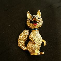 VINTAGE GERRY FOX WITH RED LIPS  BROOCH 1.5 x 1. Marked Jerry. Black eyes, nose. Red lips. Blue collar. Gold-tone. vintage gerry Jewelry Brooches