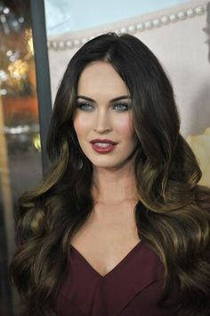 Megan Fox - the ultimate screen siren in my opinion. I personally love her vampy red lip looks, but she can also pull off just about any other style, not just in makeup but in hair and clothes too. Seriously, she would still look amazing in a bin bag. Megan Fox Hair, Megan Denise Fox, Trendy Hairstyles, Wedding Hairstyles, Non Blondes, Ombre Hair Color, Dark Hair, New Hair, Hair Inspiration
