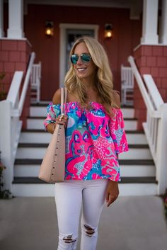 Step out looking summer-ready when you slip on a Lilly Pulitzer Sain off the shoulder top and distressed white jeans. Adrette Outfits, Fancy Dress Outfits, Preppy Outfits, Spring Outfits, Fashion Outfits, Preppy Clothes, Hipster Outfits, Women's Fashion, Summer Clothes