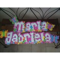 letreros en foami - Buscar con Google Name Plaques, Art N Craft, Garland, Diy And Crafts, Banner, Baby Shower, Neon Signs, Lettering, Birthday