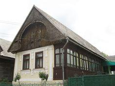Kalotaszeg népi építészete - Magyarvalkó Old Country Houses, Vernacular Architecture, Luxury House Plans, Traditional House, Hungary, Countryside, Beautiful Homes, Farmhouse, Cottage