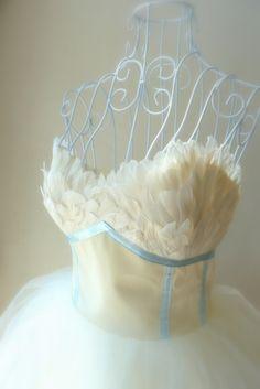 Like a bird... Ateliér La fée Slovakia #featherdresses #swan