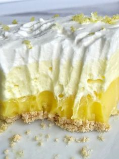 This easy & simple no bake triple layer lemon pudding pie is the perfect summertime dessert! You only need 5 ingredients for a sweet and creamy lemon pudding pie that is no bake and so simple to make. Layered Pudding Desserts, Desserts With Cool Whip, Easy Lemon Desserts, Lemon Lush Dessert, Yellow Desserts, Lemon Recipes Easy, Vanilla Pudding Desserts, Easy Lemon Pie, Pudding Pies