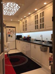 Çarpıcı renkler, oymalı mobilyalar ve klasik aksesuarlar ile saray gibi, göz alıcı bir ev. Contemporary Interior Design, Modern Kitchen Design, Interior Design Living Room, Kitchen Colors, Kitchen Decor, Fine Furniture, Furniture Design, Home Design, Design Blogs
