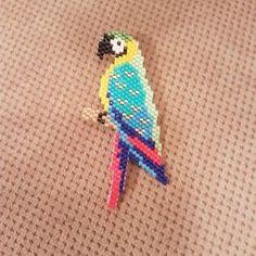 Papağan broş... #miyukibroş #miyukibeads #miyukiboncuk #incikboncuk #handmade #elemeği #elyapimi #motifcoeurcitron