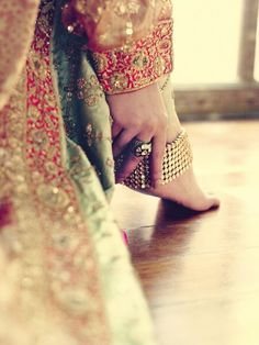 Love the way the colours all blend and focus on the payal and the vintag-y feel (cr) Big Fat Indian Wedding, Indian Wedding Outfits, Indian Bridal, Indian Outfits, Indian Weddings, Soha Ali Khan, Desi Wedding, Desi Bride, Wedding Bride