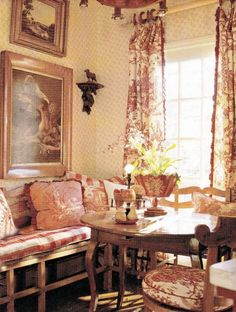 97+ Marvelous French Country Dining Rooms Decoration Ideas #diningroomideas #diningroomdecorating #diningroomdesign
