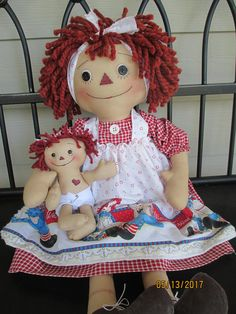 Primitive Raggedy Mama and baby Raggedy Ann Raggy Dolls, Primitive Doll Patterns, Raggedy Ann And Andy, Vintage Paper Dolls, Old Dolls, Collector Dolls, Doll Face, Beautiful Dolls, Annie