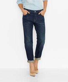 Auffallend und aufregend anders: Die 501® CT Jeans for Women als Klassiker im Style-Up. Diese legendäre Jeans aus 100% Baumwolle mit aufgerolltem Saum gibt sich mit Destroyed-Effekten aufregend anders und extralässig dazu. Und sieht dank des etwas femininer gehaltenen Fits einfach zu vielen Anässen fantastisch aus....
