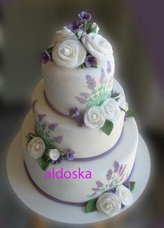 Lavender & roses wedding cake (aldoska) Round Wedding Cakes, Wedding Cake Roses, Purple Wedding Cakes, Wedding Flowers, Country Style Wedding, Lavender Flowers, Sweet Cakes, Mini Cakes, Let Them Eat Cake