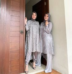 Inspirasi Kebaya dan Gaun (@inspirasi_kebaya) • Foto dan video Instagram Kebaya Modern Hijab, Kebaya Hijab, Kebaya Dress, Modern Hijab Fashion, Muslim Fashion, Hijab Dress Party, Hijab Style Dress, Party Wear Dresses, Dress Outfits