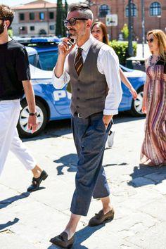 ベストが名脇役たる理由①持ち前のキレイめな印象で、洗練されたコーデも思いのまま! Fashion 2020, Urban Fashion, Mens Fashion, Fashion Outfits, Street Fashion, Best Men's Street Style, Outfits Hombre, Stylish Mens Outfits, Men Style Tips