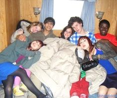 Image uploaded by boo. Find images and videos about skins, sarah queiroz and best cast ever on We Heart It - the app to get lost in what you love. Skins Generation 2, Effy And Freddie, Cassie Skins, Skin Aesthetics, Skins Characters, Teenage Wasteland, Kaya Scodelario, I Love You Forever, Teenage Dream