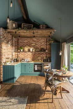 Brick walls might be a new reference in your kitchen design! The monotonous kitchen design can disrupt the mood for people who want to cook. This is not good for a room in a house. Style At Home, Dark Ceiling, Ceiling Color, Ceiling Panels, Ceiling Beams, Sweet Home, Küchen Design, Design Case, Design Ideas