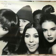 Kendall look so good with the red lips . . . . . . . . . . #bellahadid #haileybaldwin #kendalljenner #kyliejenner #models #model #squad #throwback #justinbieber #hendall #kyga #jendall #outfit #kella #kailey #hella #bylie #hylie #style #update #celebrities #relationshipgoals #gigihadid #goals #celebrity #friendship  #kimkardashian #khloekardashian #jailey #abella http://tipsrazzi.com/ipost/1524305286725952334/?code=BUna5UIjONO
