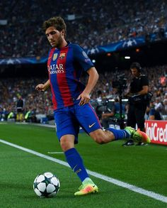 Sergi Roberto Photos - Sergi Roberto of FC Barcelona runs with the ball during the UEFA Champions League Group C match between FC Barcelona and Celtic FC at Camp Nou on September 2016 in Barcelona, . - FC Barcelona v Celtic FC - UEFA Champions League Fc Barcelona, Barcelona Catalonia, Gerad Pique, Sergi Roberto, Celtic Fc, Camp Nou, Uefa Champions League, Best Player, Lionel Messi